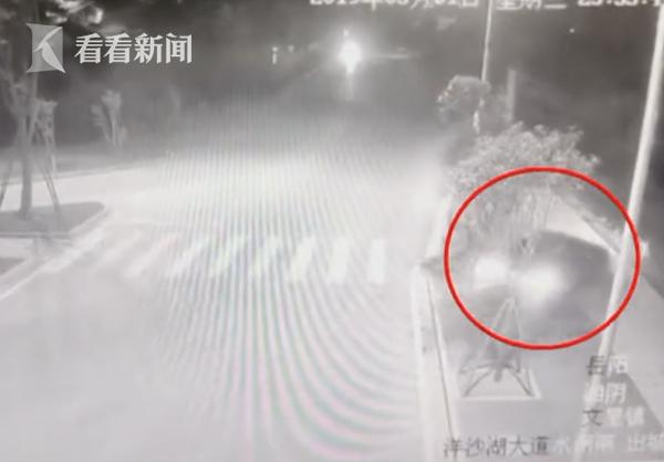 33彩票平台,悲剧!奥迪车深夜突然失控坠入湘江 车内两名女子