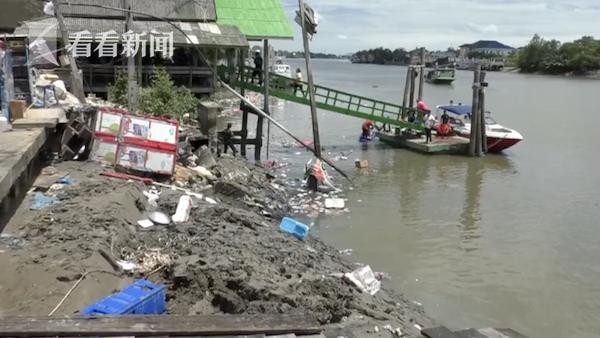 泰国一水上餐厅突然坍塌,游客掉进河里,多人失踪