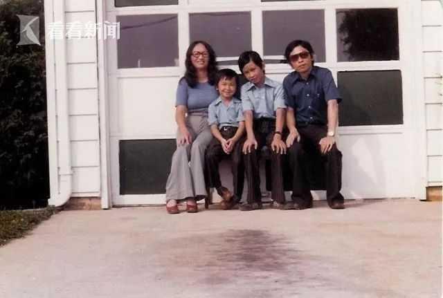 幼年阮清越(左二)与家人合照.jpeg
