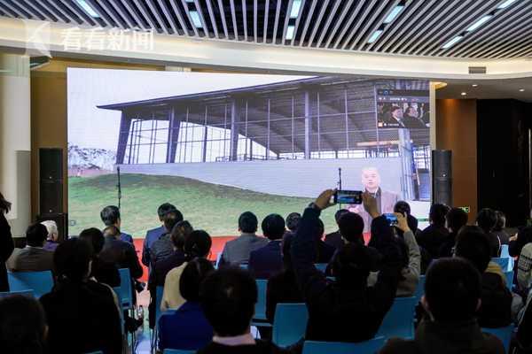 视频连线三星堆遗址发掘现场,四川省文物考古研究院院长唐飞介绍三星堆最新考古进展.JPG
